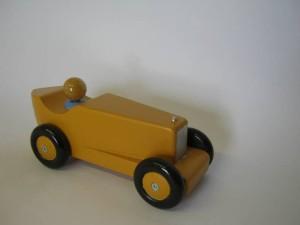 raceauto geel voorkant
